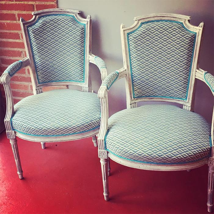 fauteuil-style-louis-quatorze-tissu-lelievre-origami-claire-de-redon-tapissier-decoarateur-montauban