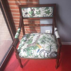 fauteuil-tissu-thevenon-savane-claire-de-redon-tapissier-decorateur-montauban