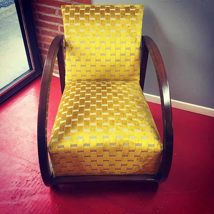 fauteuil-vintage-tissu-vano-jaune-soleil-claire-de-redon-tapissier-decorateur-montauban