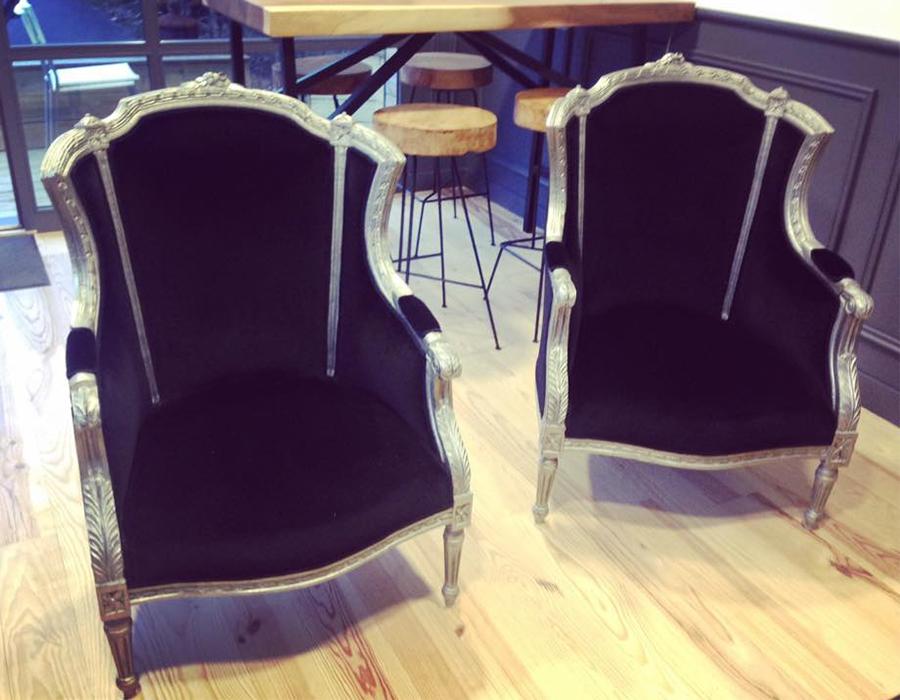 fauteuils-bergere-cirage-argente-velours-lelievre-noir-claire-de-redon-tapissier-decorateur-montauban