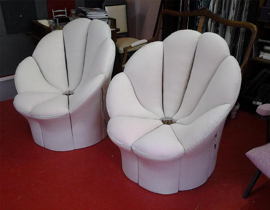 fauteuils-fleur-tapissier-blanc-travail_manuel-claire-de-redon-tapissier-decorateur-montauban