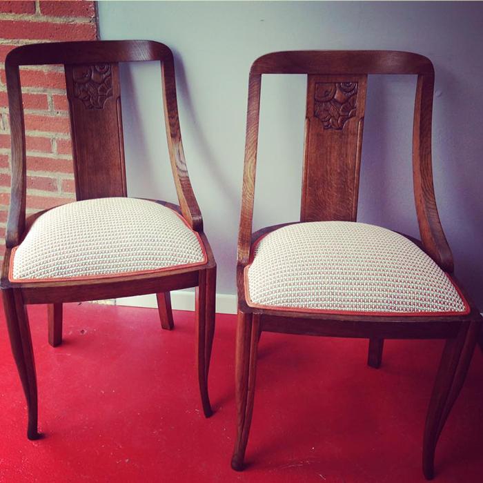 paire-chaises-bois-ancien-tissu-beige-claire-de-redon-tapissier-decorateur-montauban