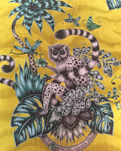 tissu-singe-jaune-clarkeandclarke-tapissier-decorateur-montauban-claire-de-redon