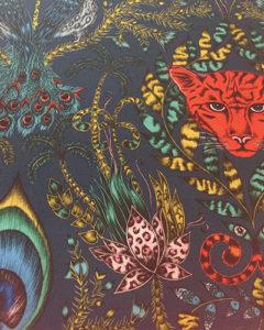 tissu-noir-rouge-clarkeandclarke-tapissier-decorateur-montauban-claire-de-redon